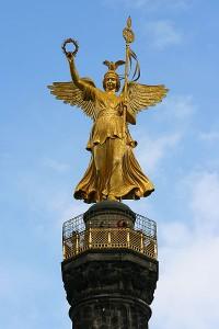 Колонна Победы с богиней Викторией