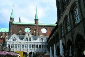 Рыночная площадь и ратуша