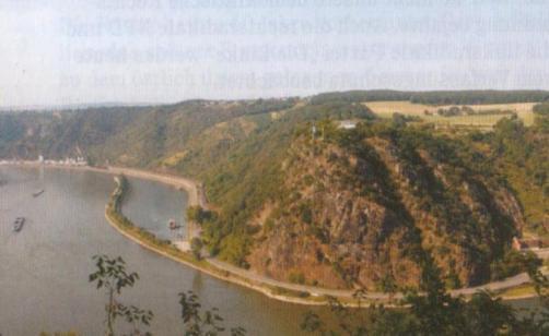 Loreley und Rheinteil mit Blick auf St. Goarshausen