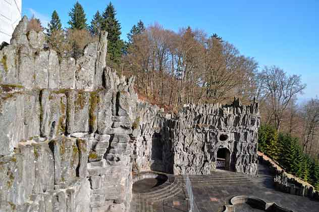 средневековые развалины