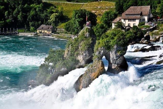 Рейнский водопад Райнфаль (Rheinfall)