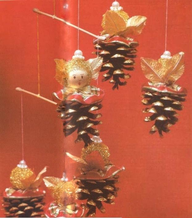 Подвесные украшения с ангелами из шишек - Zapfenengel-Mobile